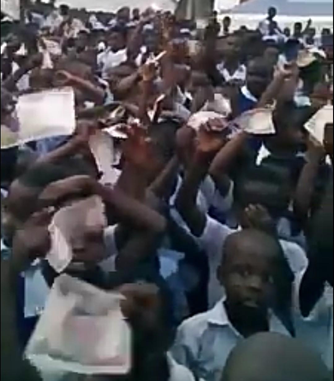 Rochas Okorocha shares 500 naira to primary school kids in Imo(video)