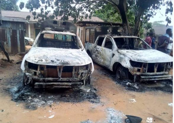 Breaking : Anambra Police station set on fire (pictures)