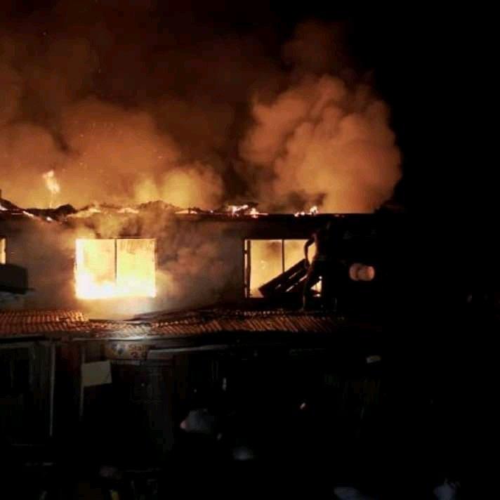 Nkwo Nnewi Electronics market gutted by fire (video)