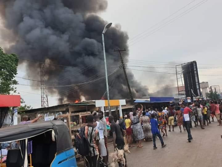 Fire Engulfs Asaba Market (video)
