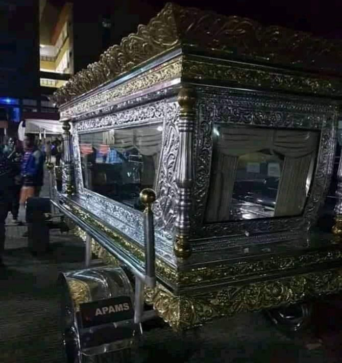 late Chief Anthony, CEO Tonimas buried in 34 Million naira glass Casket (pictures)