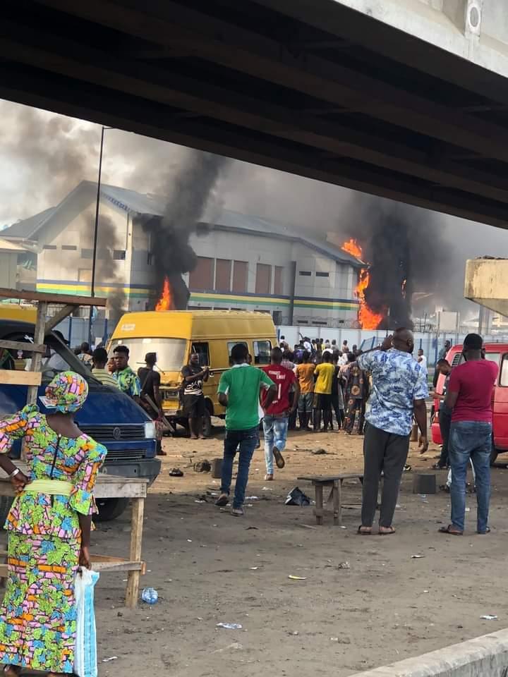 #ENDSARS : Main Reason Orile police station got burnt ( video)