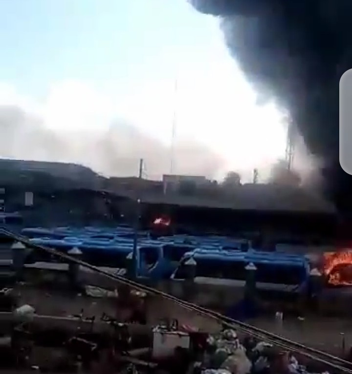 #EndSARS : BRT Bus terminal set ablaze (video)