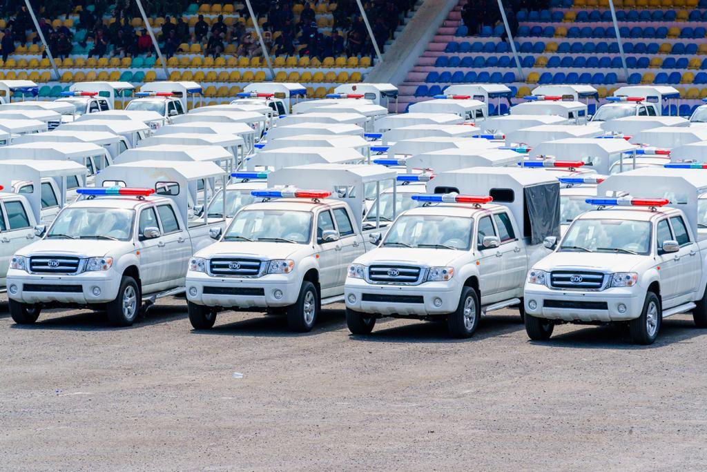 Uzodinma Launches Operation Search And Flush Team In Imo, Presents Cars, Gadgets (images)