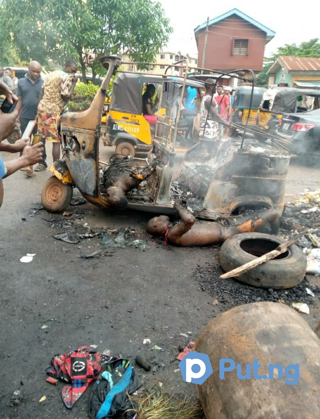 Suspected Thieves Burnt to death in Awka (video)