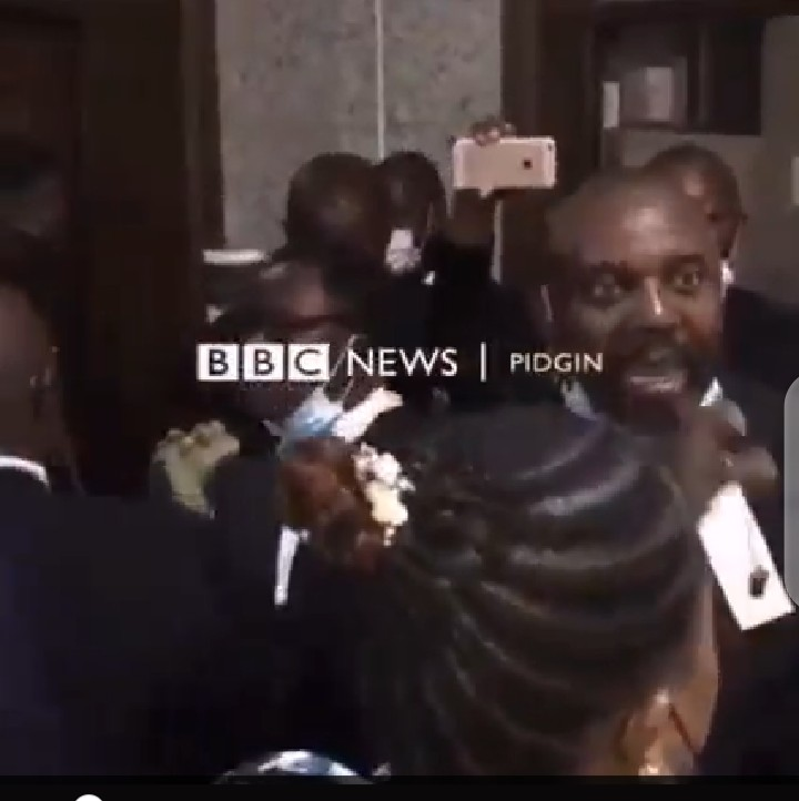 #NnamdiKanu : Security Operatives stop Lawyers from Entering the court (video)
