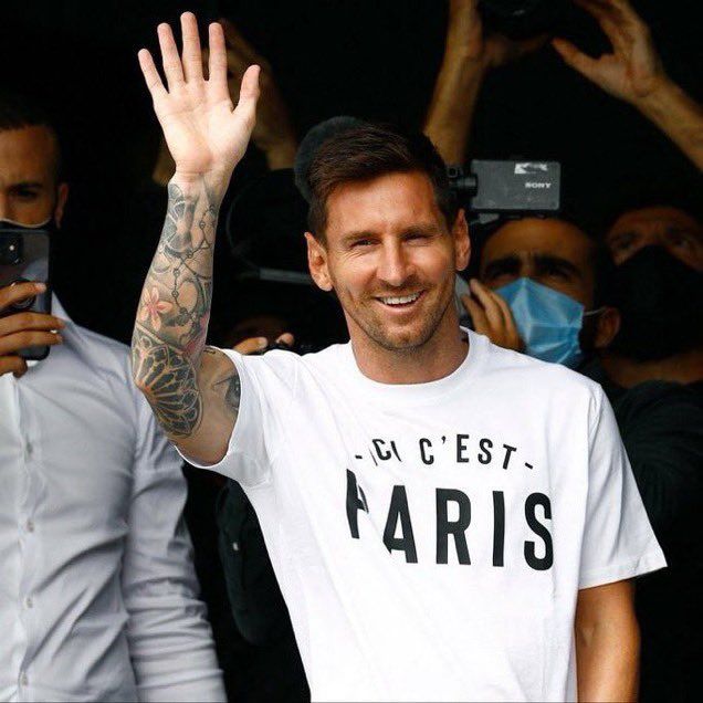 Messi and family arrive Paris ahead of PSG move ( video)